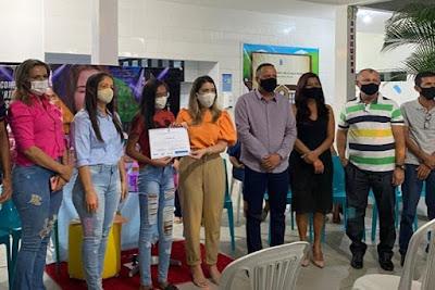 """1-7 Presidente da Câmara e vereadores de Monteiro participam de entrega de certificados de cursos do """"Mês da juventude"""""""