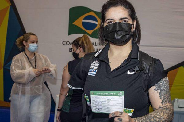1629206868611bb9548b7f1_1629206868_3x2_md-600x400 Com braço amputado por vacina mal aplicada, atleta vai a Tóquio vacinada contra Covid-19