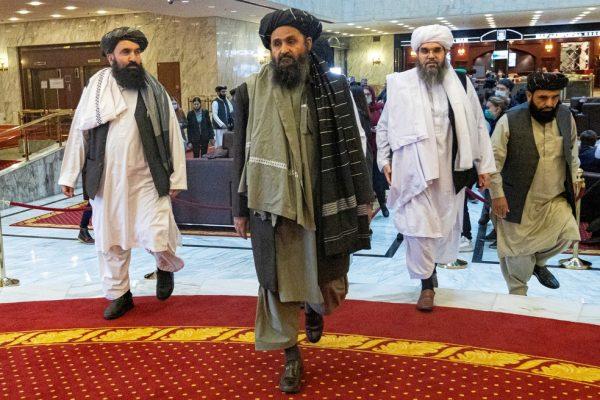 2021-08-17t131435z-119242782-rc217p9z9fss-rtrmadp-3-afghanistan-conflict-defeat-600x400 Chefe da CIA teve reunião secreta com líder do Talibã em Cabul, diz jornal