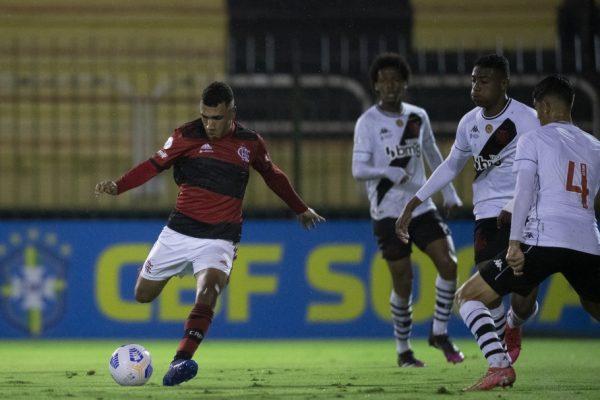 20210817010645_102-600x400 Flamengo marca no fim, goleia o Vasco em Volta Redonda e é campeão brasileiro sub-17