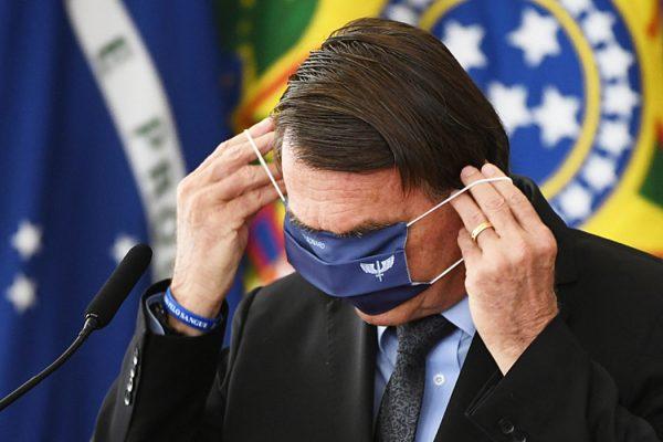 Bolsonaro-1-1-600x400 'Quem tomou Coronavac está morrendo', diz Bolsonaro, mas realidade é outra