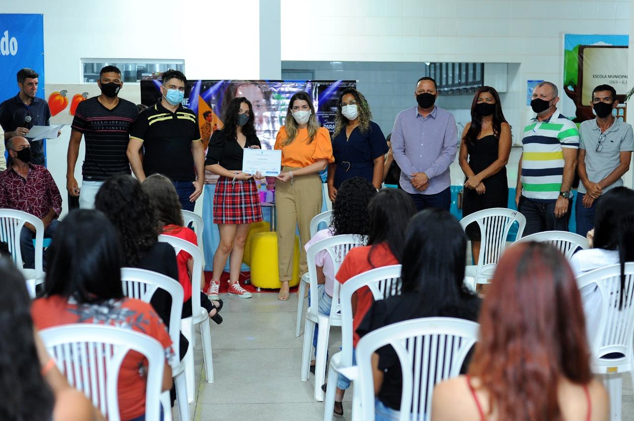 Cursos_Mes-da-Juventude-8 Prefeita Anna Lorena participa da entrega dos certificados dos cursos oferecidos no Mês da Juventude
