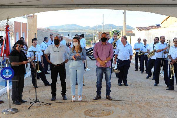 Entrega-pavimentacao-Mutirao-11-602x400 Prefeita Anna Lorena realiza entrega de obra de pavimentação no bairro Mutirão