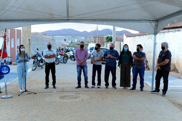 Entrega-pavimentacao-Mutirao-3-602x400 Prefeita Anna Lorena realiza entrega de obra de pavimentação no bairro Mutirão