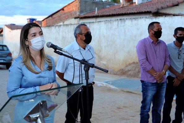 Entrega-pavimentacao-Mutirao-4-595x400 Prefeita Anna Lorena realiza entrega de obra de pavimentação no bairro Mutirão