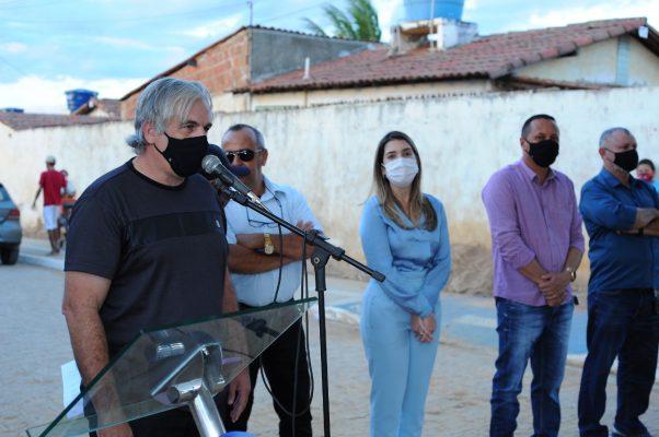 Entrega-pavimentacao-Mutirao-5-602x400 Prefeita Anna Lorena realiza entrega de obra de pavimentação no bairro Mutirão