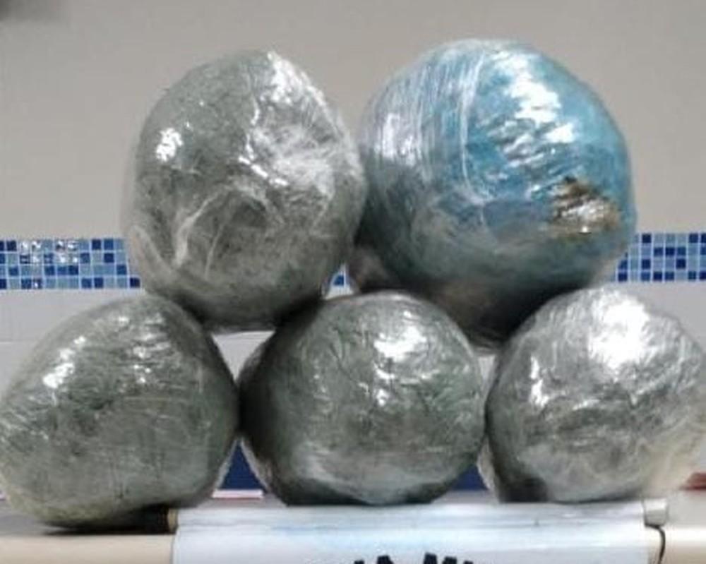 MACONHA Mulher é presa com mais de 5 kg de maconha na BR-232, em Sertânia