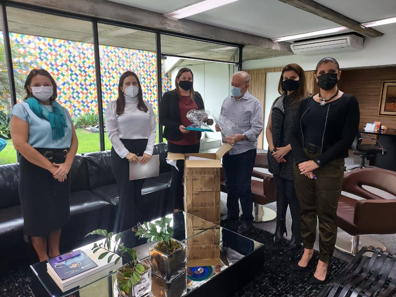 Monteiro-recebe-capacetes-para-terapia-em-pacientes-com-sindrome-respiratoria-1 Monteiro recebe capacetes para terapia em pacientes com síndrome respiratória