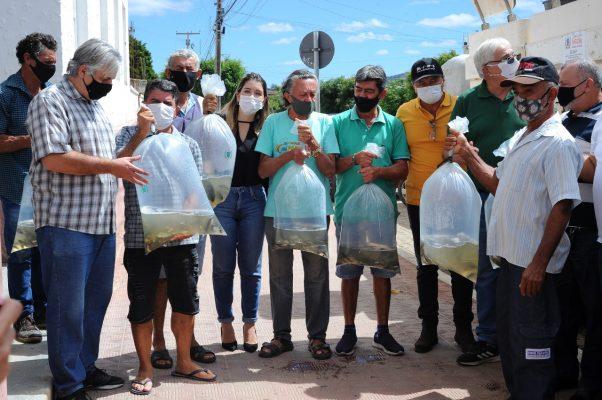 Peixamento-Monteiro-10-602x400 Monteiro recebe Programa de Peixamento de Açudes em parceria com SEDAP