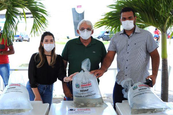 Peixamento-Monteiro-11-602x400 Monteiro recebe Programa de Peixamento de Açudes em parceria com SEDAP