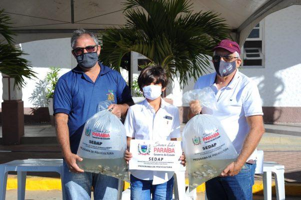 Peixamento-Monteiro-3-602x400 Monteiro recebe Programa de Peixamento de Açudes em parceria com SEDAP