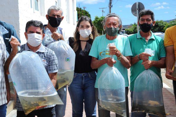 Peixamento-Monteiro-8-600x400 Monteiro recebe Programa de Peixamento de Açudes em parceria com SEDAP