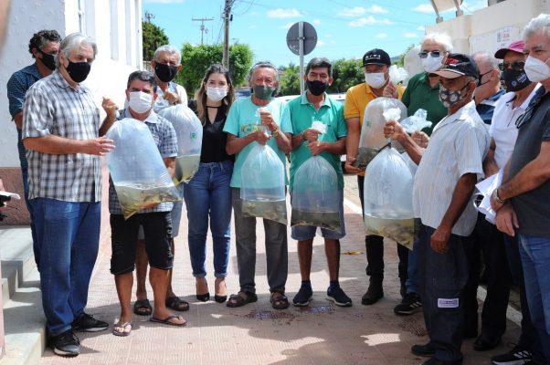 Peixamento-Monteiro-9-602x400 Monteiro recebe Programa de Peixamento de Açudes em parceria com SEDAP
