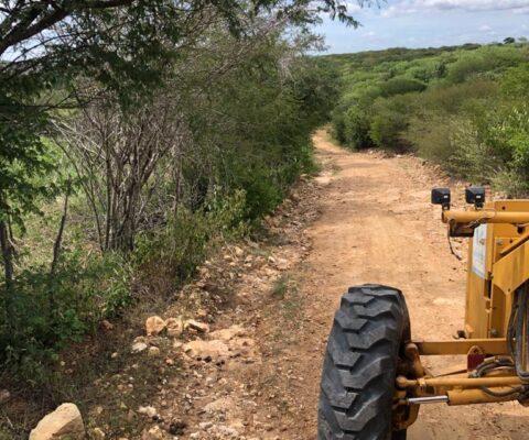 SECRETARIA-DE-AGRICULTURA-DE-MONTEIRO-RECUPERA-TOTALMENTE-QUASE-30-ESTRADAS-SOMENTE-NO-MES-DE-JULHO-1-480x400 Secretaria de Agricultura de Monteiro recupera 25 estradas somente no mês de Julho