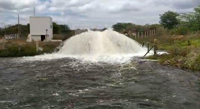 acude-de-camalau-700x383 Comportas do açude de Camalaú são abertas para repor volume do reservatório de Boqueirão, na PB