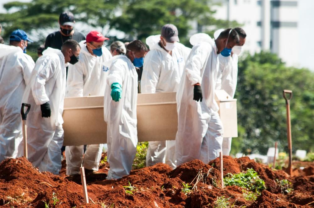 caixao Mais de 100 cidades da PB não registraram mortes por Covid-19 durante o mês de julho