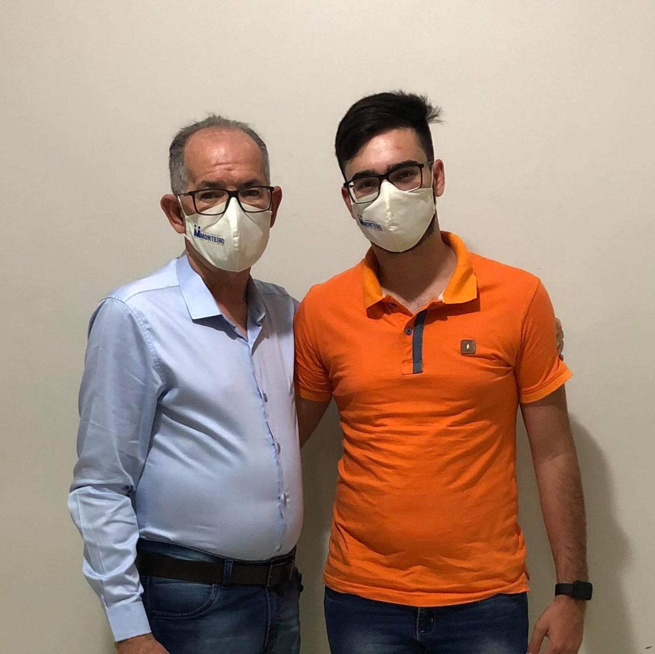 z Filho do ex-vereador e líder político Raul Formiga, Luís de Raul, afirma estar dando continuidade ao trabalho de seu pai na cidade de Monteiro
