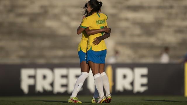 027b716c22b56312e01ce4206c1b5001 Brasil vence a Argentina com placar de 3x1 em jogo no Amigão, em Campina Grande