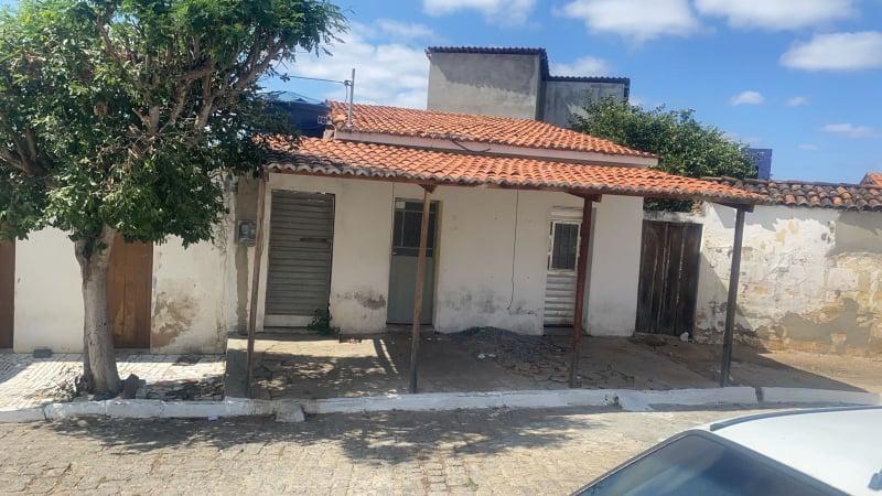 241721628_1308471409584865_6135623456809211668_n Vendedor ambulante é surpreendido por dupla criminosa e é morto a tiros no centro de São João do Cariri
