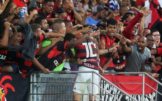 5bf60ca1df3c3 Flamengo vence o Grêmio em jogo com torcida no Maracanã e vai enfrentar o Athletico na semifinal