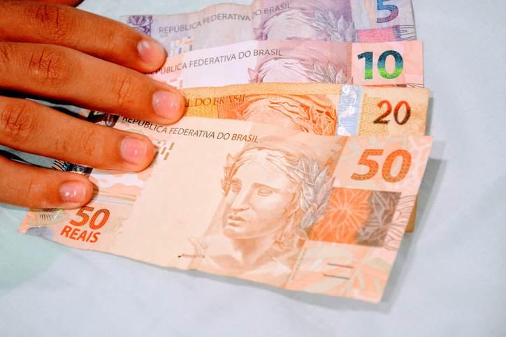 Dinheiro Governo publica decreto que eleva IOF para bancar Auxílio Brasil; veja alíquotas