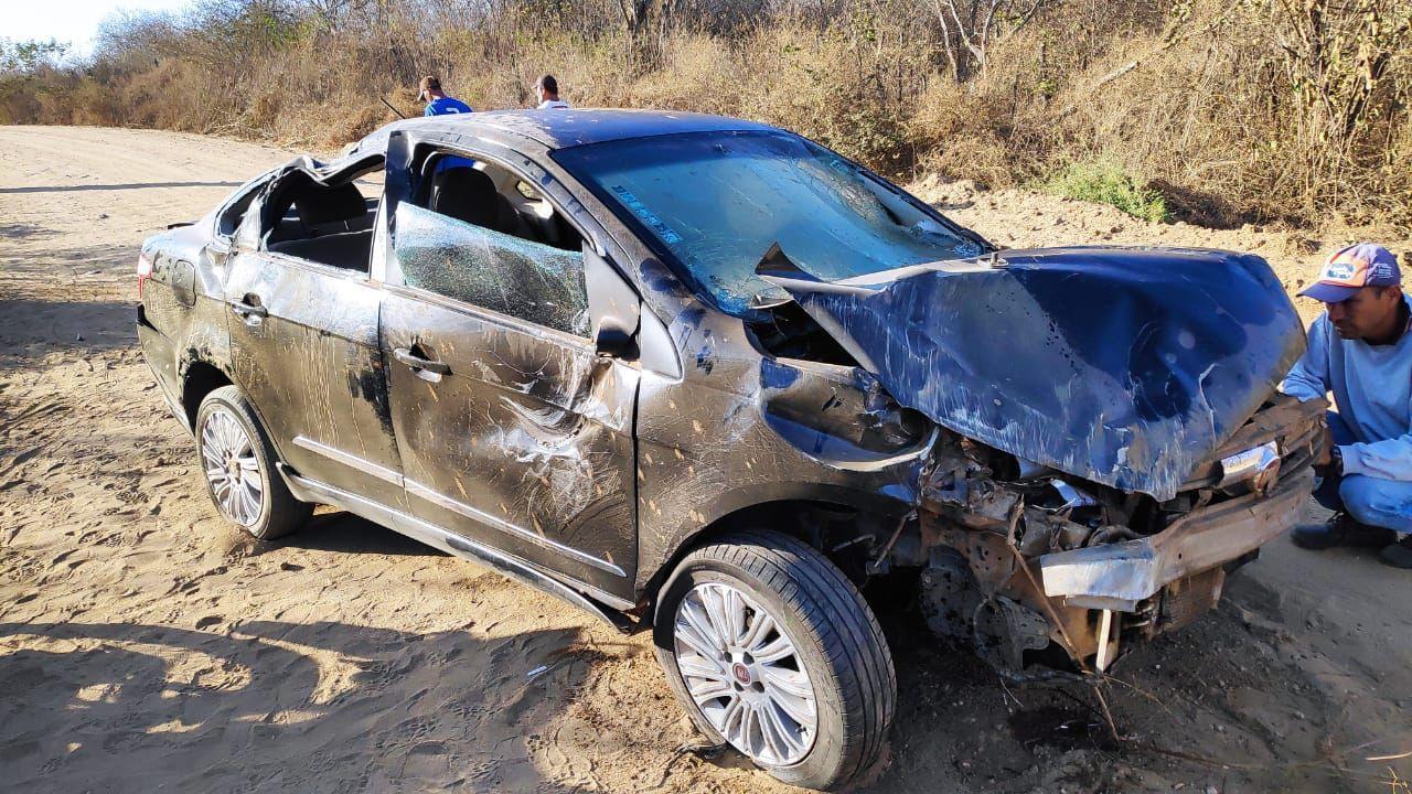 IMG-20210920-WA0122 Jovem perde controle da direção e capota carro na zona rural de Monteiro
