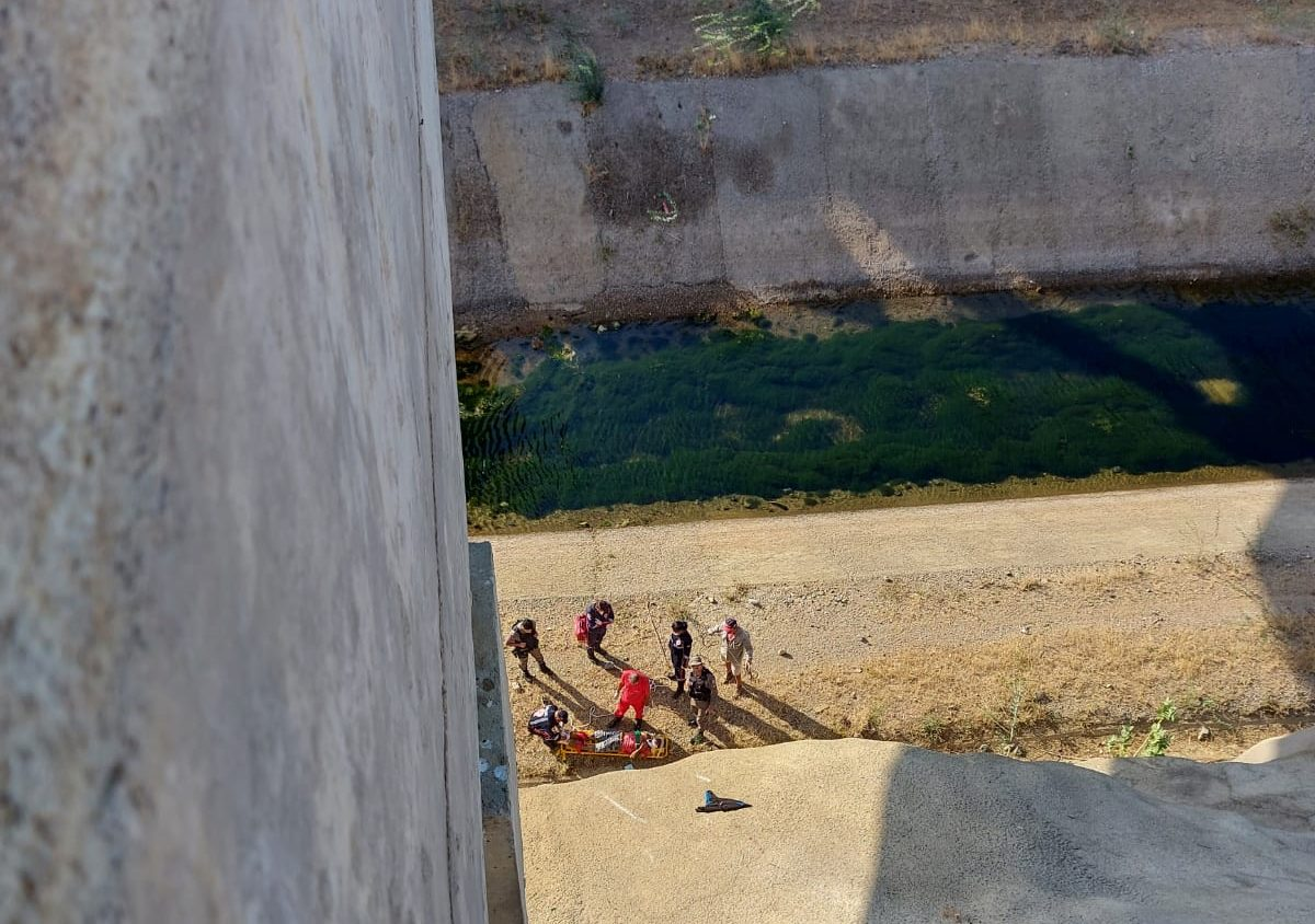 IMG-20210927-WA0045-e1632743027437 Motociclista e passageiro ficam feridos, após caírem de ponte na zona rural de Monteiro