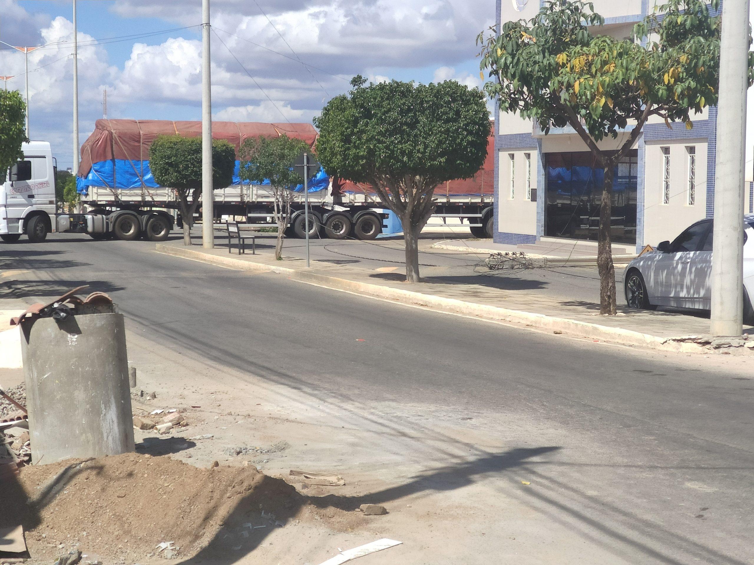 IMG_20210904_134522-scaled Carreta derruba poste e fios de energia em Monteiro