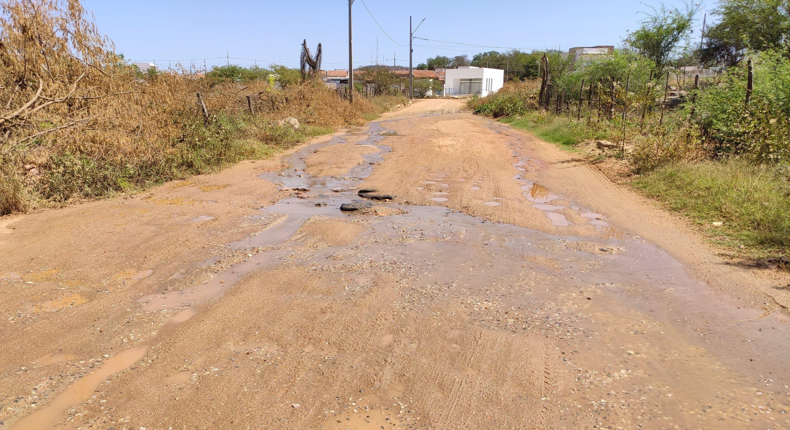 IMG_20210910_093738-scaled-e1631279262790 Moradores denunciam vazamento de esgoto sendo despejado no canal da Transposição em Monteiro