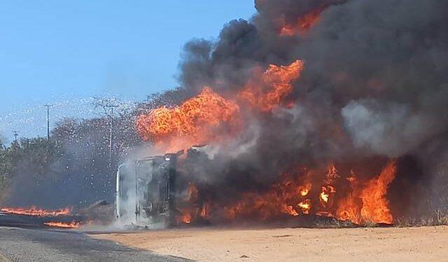 WhatsApp-Image-2021-09-21-at-08.35.33-640x375-1 Caminhão de combustível pega fogo após grave acidente na entrada de Sertânia na PE-265