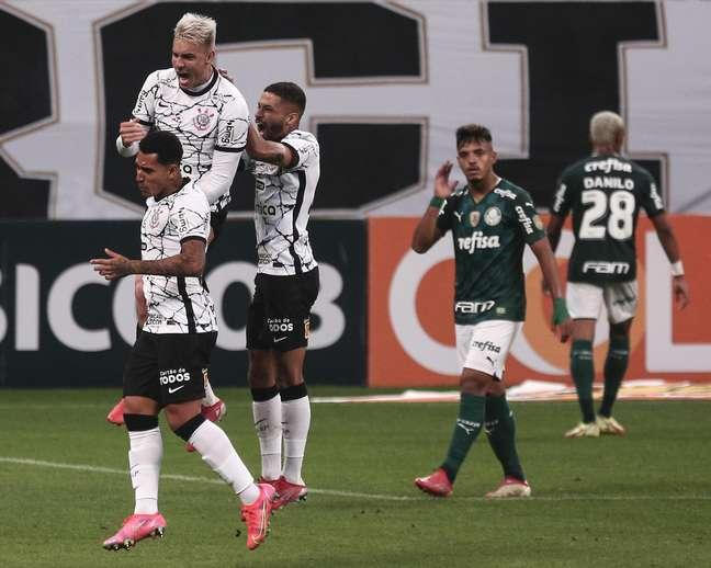 gazeta-press-foto-1597676 Róger Guedes faz dois gols e Corinthians vence o Palmeiras