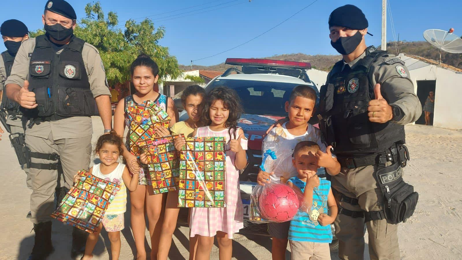 IMG-20211013-WA0373 Em Monteiro: 11º Batalhãode Polícia Militar,realiza operação criança feliz e entrega os brinquedos arrecadados
