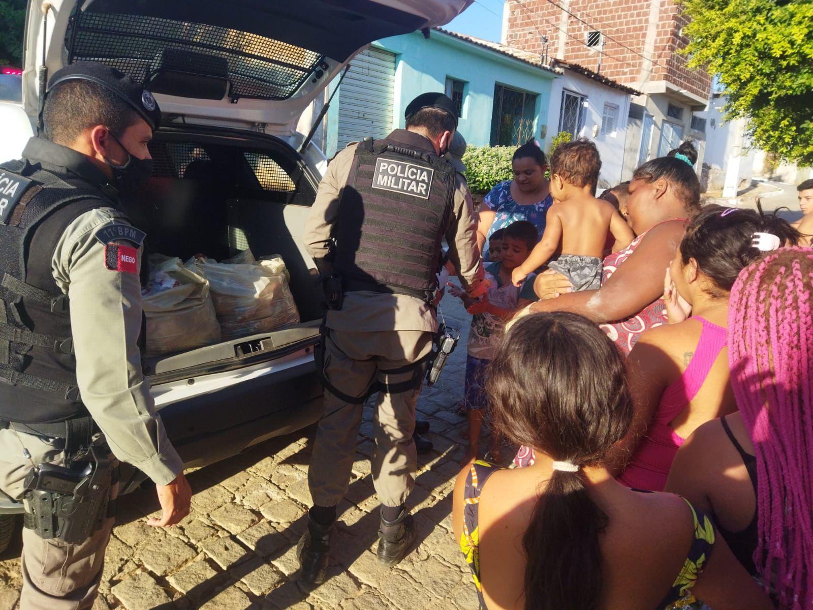 IMG-20211013-WA0376 Em Monteiro: 11º Batalhãode Polícia Militar,realiza operação criança feliz e entrega os brinquedos arrecadados