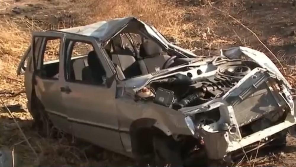 acidente-alto-sertao Carro capota e acidente deixa uma pessoa morta e quatro feridas, na Paraíba